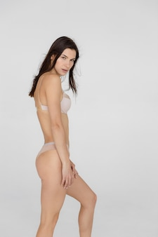 Mooi sportmeisje in ondergoed, perfect atletisch figuur, foto van hoge kwaliteit
