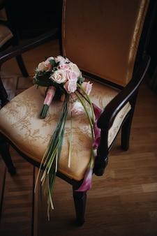 Mooi stijlvol bruidsboeket met rozen wedding decor