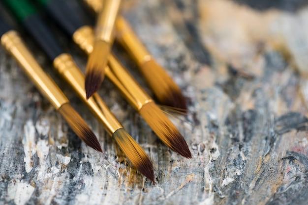 Mooi stilleven met professionele kunstmaterialen, close-up