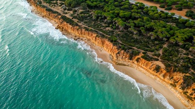 Mooi tropisch strand en zee