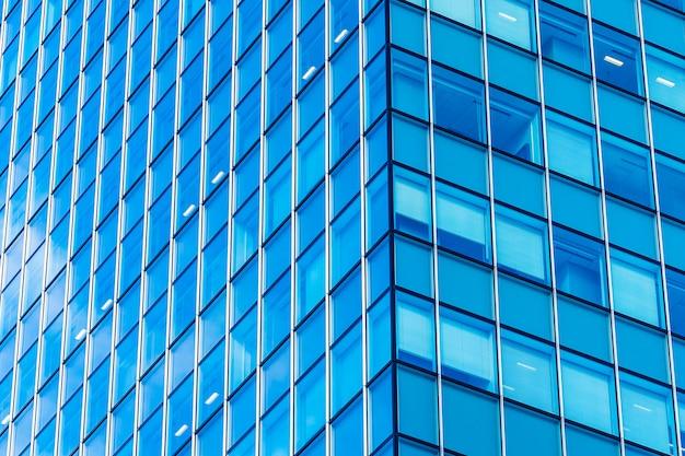 Mooi van het architectuurbureau bedrijfsgebouw met de vorm van het glasvenster