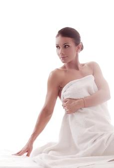 Mooi volwassen vrouwenportret na douche