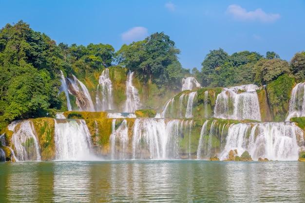 Mooi water vers bos schoonheid tropisch