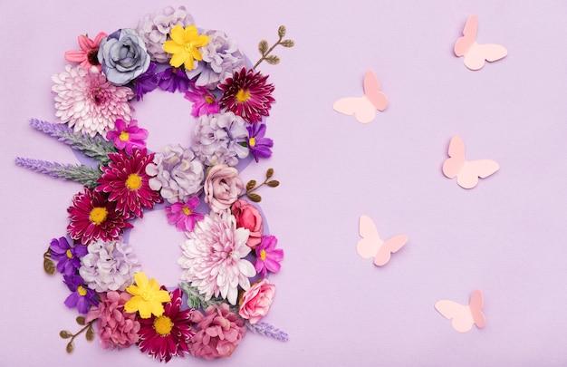Mooie 8ste van maart symbool gemaakt van bloemen
