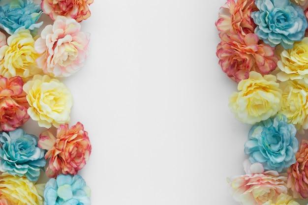 Mooie achtergrond gemaakt met bloemen met copyspace
