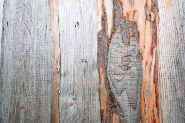 Mooie achtergrond van een houten muur met ongebruikelijke houten patronen