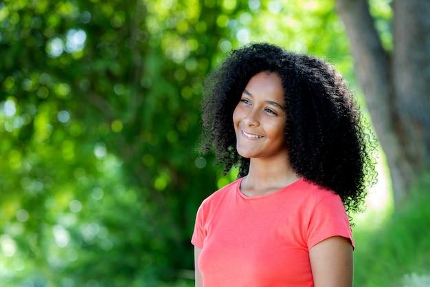 Mooie afro-amerikaanse tiener