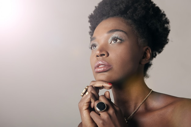 Mooie afro-vrouw