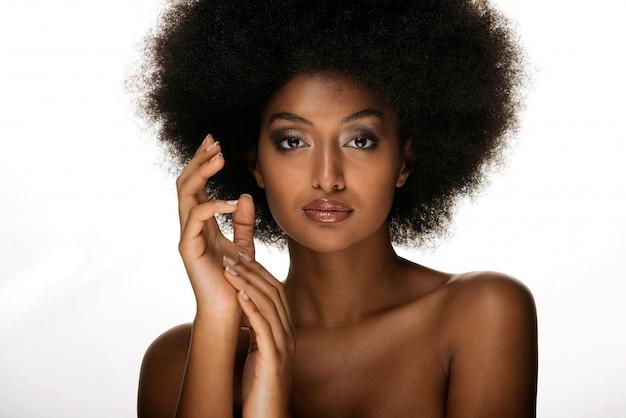 Mooie afro vrouw