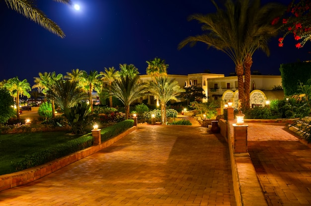 Mooie arabische nacht in een hotel van egypte. sharm el-sheikh