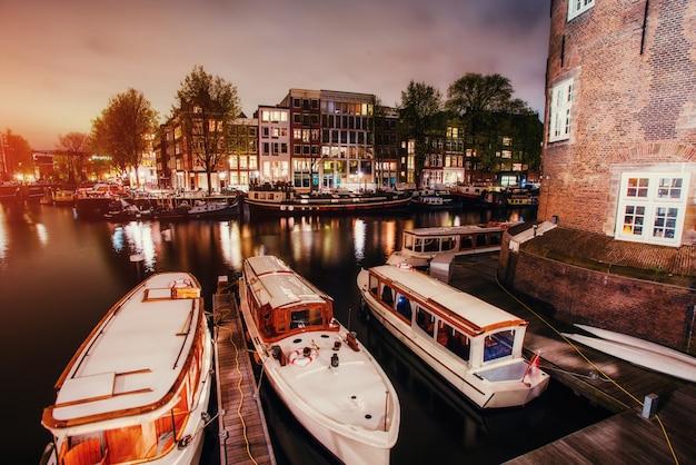 Mooie avond in amsterdam. verlichting