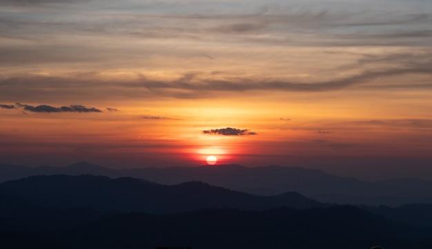 Mooie avond op de top van de berg.