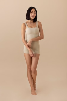 Mooie aziatische vrouw poseren