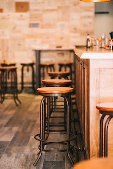 Mooie barkrukken in de bar