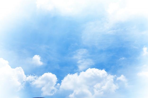 Mooie blauwe hemelwolken