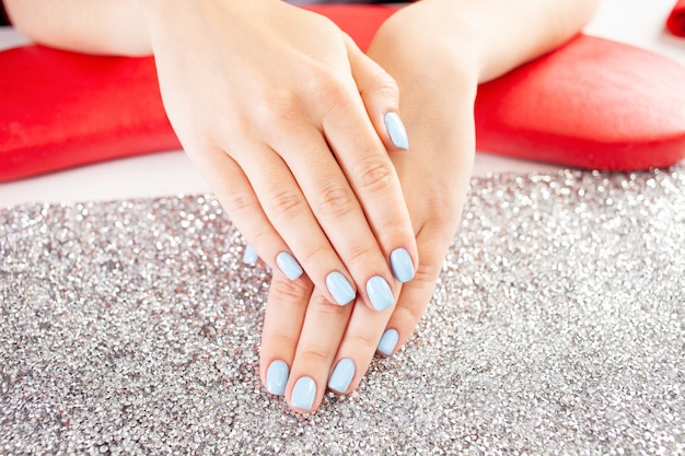 Mooie blauwe nagels.