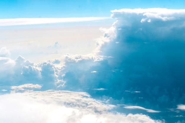 Mooie blauwe wolken en lucht