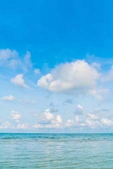 Mooie blauwe zee en lucht