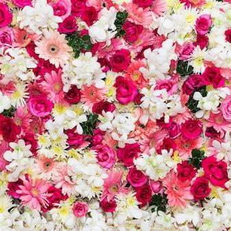 Mooie bloemenachtergrond voor huwelijksscène