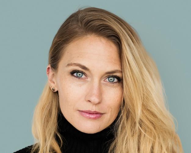 Mooie blonde vrouw portret, lachend gezicht