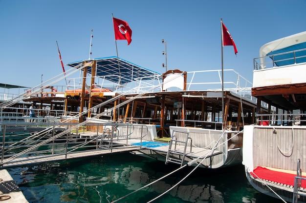 Mooie boten en jachten in de haven