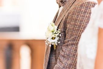 Mooie boutonniere van de bruidegom