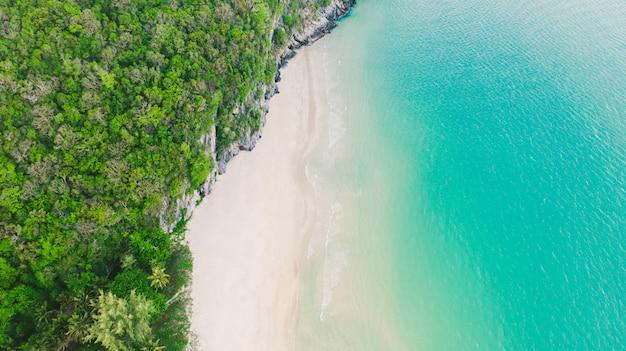Mooie bovenaanzicht, luchtfoto bovenaanzicht van khanom strand, khanom, nakhon si thammarat thailand