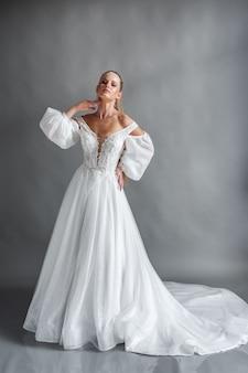 Mooie bruid in trouwjurk