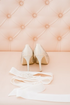 Mooie bruidsaccessoires voor bruiden tijdens vergoedingen. kaptafel.