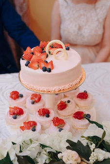 Mooie bruidstaart op de bruiloft