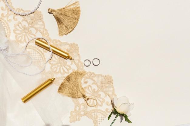 Mooie bruiloft arrangement met kopie ruimte