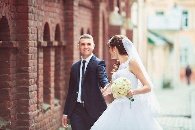 Mooie bruiloft, man en vrouw, geliefden man vrouw, bruid en bruidegom