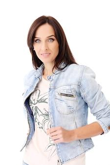 Mooie brunette in jeanskleren