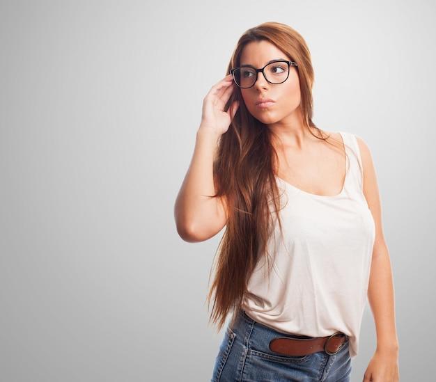 Mooie brunette in specs.