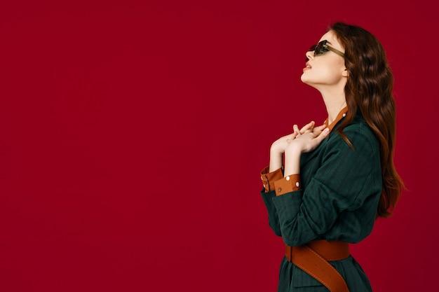 Mooie brunette pak luxe haar geïsoleerde achtergrond