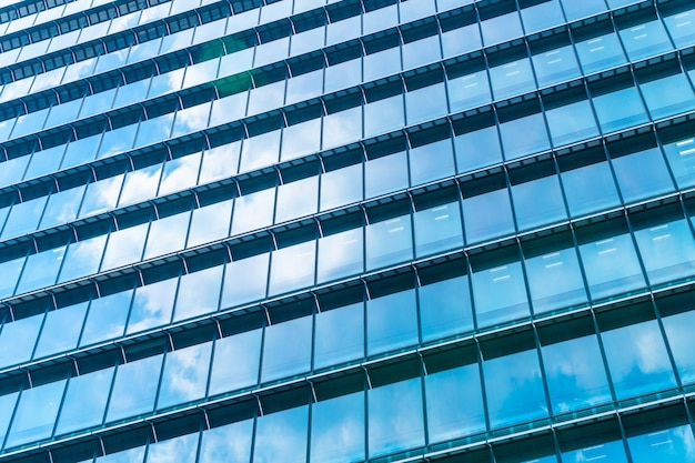 Mooie de bouwwolkenkrabber van het architectuurbureau met het patroon van het vensterglas