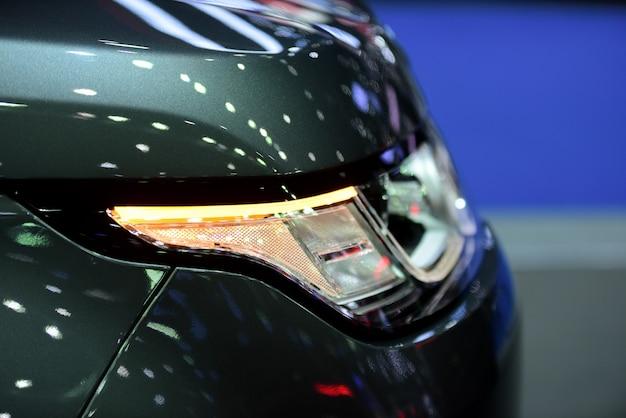 Mooie delen van de nieuwe auto. koplampen, bodylights, moderne en sportieve uitstraling.