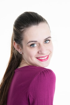 Mooie en mooie schoonheid van jonge vrouw die glimlacht