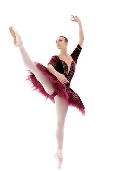 Mooie en prachtige ballerina in ballete pose