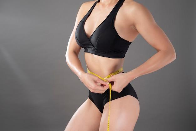 Mooie fitness body builder vrouw