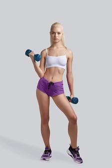 Mooie fitness meisje uit te werken
