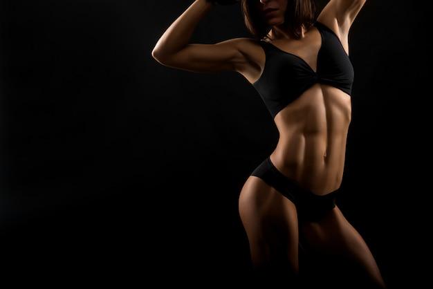 Mooie fitness vrouw in de studio