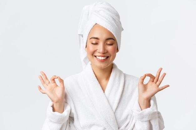 Mooie gelukkige aziatische vrouw