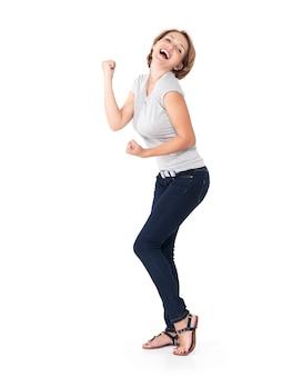 Mooie gelukkige vrouw die succes viert dat een winnaar is met dynamische, energieke uitdrukking die op wit wordt geïsoleerd
