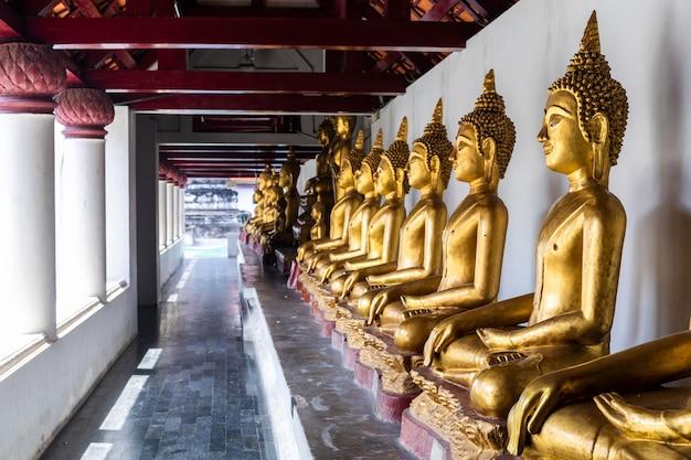 Mooie gouden boeddhabeelden