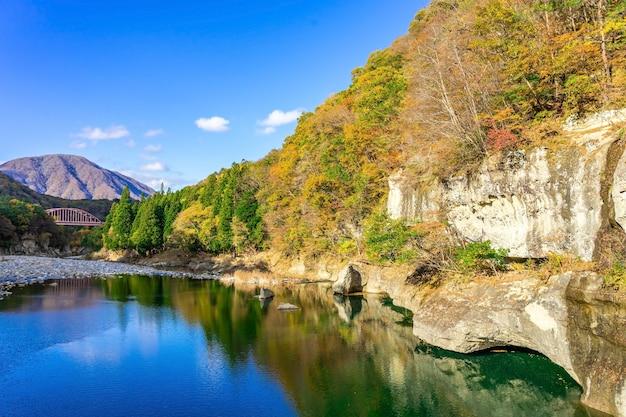 Mooie herfst in tonohetsuri, aizuwakamatsu, japan