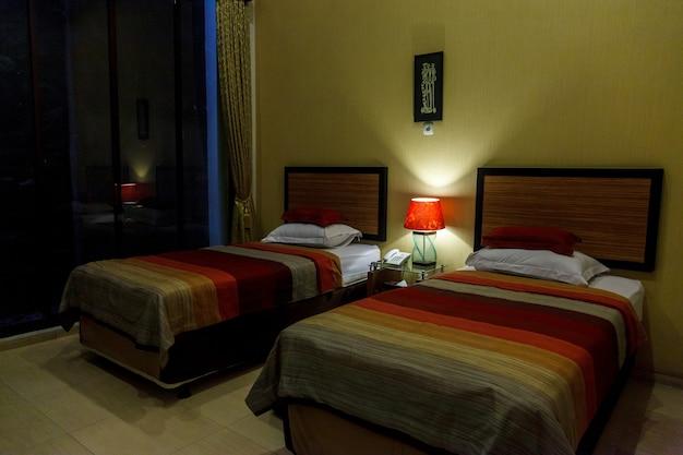 Mooie hotelkamer zonder ramen