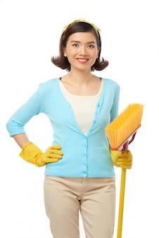 Mooie huishoudster poseren voor fotografie