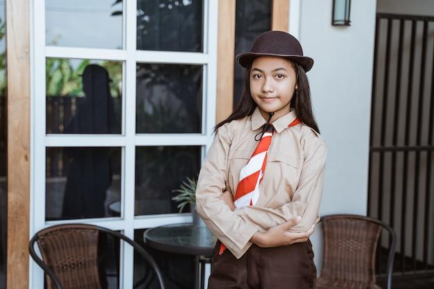 Mooie indonesische middelbare scholier