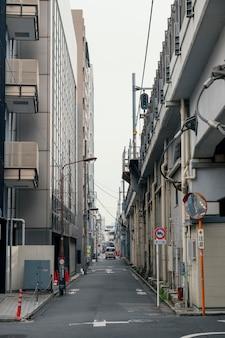 Mooie japan stad met auto